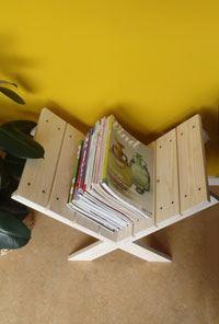 tijdschriftenrek met tijdschriften